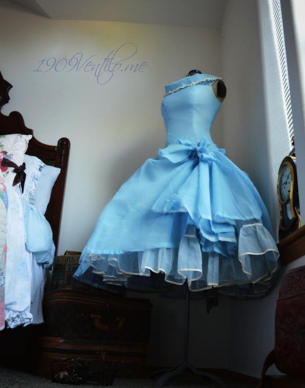 Lori-Deb-50s-dress-1909ventilo.me2